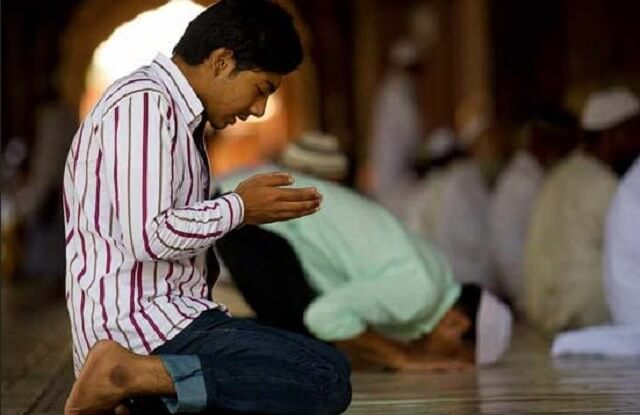 Muslim-berdoa-di-masjid-onislam-640x415